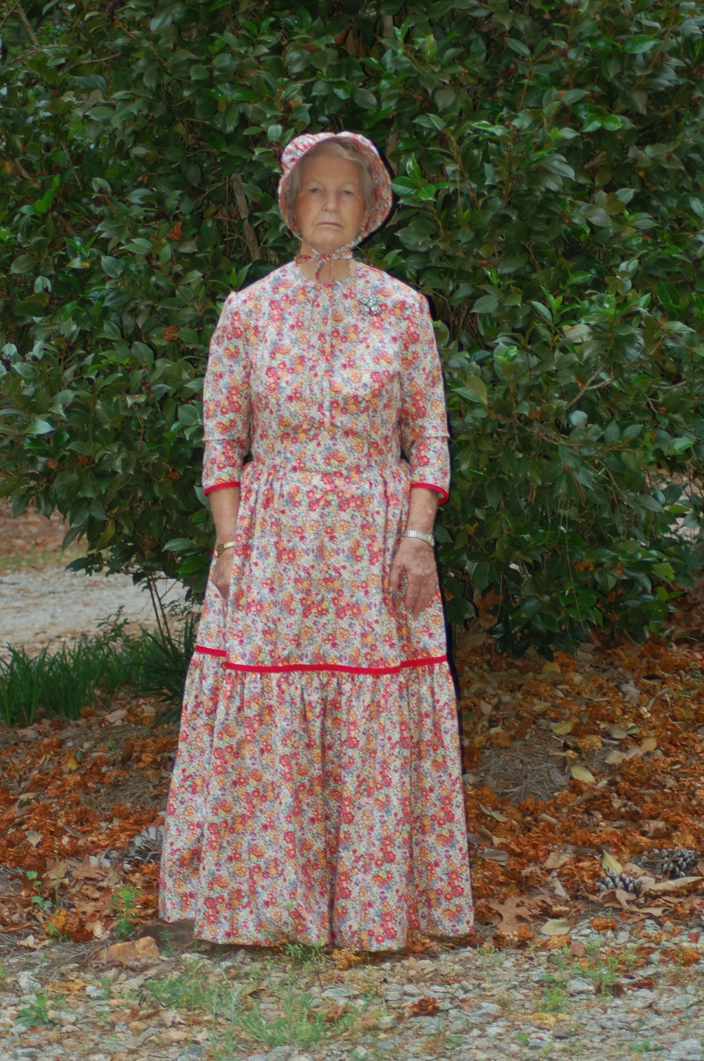 2020.08.11 Mom in Granny Dress rr